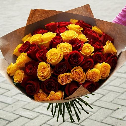 51 роза красная+желтая